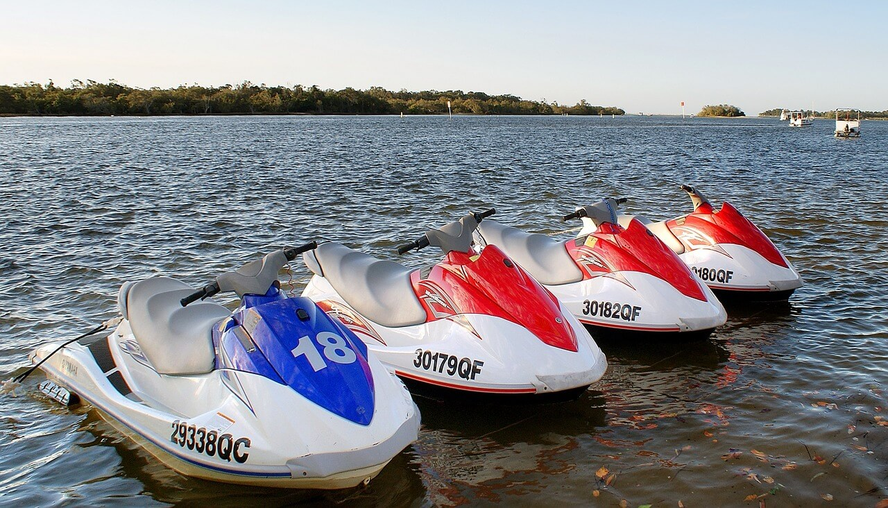 watercraft-1407717_1280